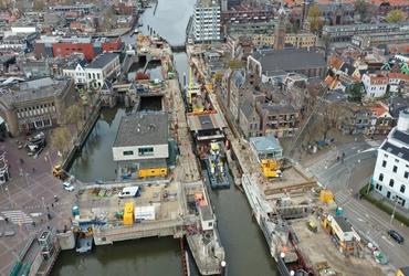 Bruggen voor de Wilhelminasluis in Zaandam