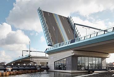 Amaliabrug: één van de grootste basculebruggen van Nederland!